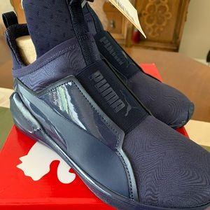Puma women's sneakers, size 7, peacock blue
